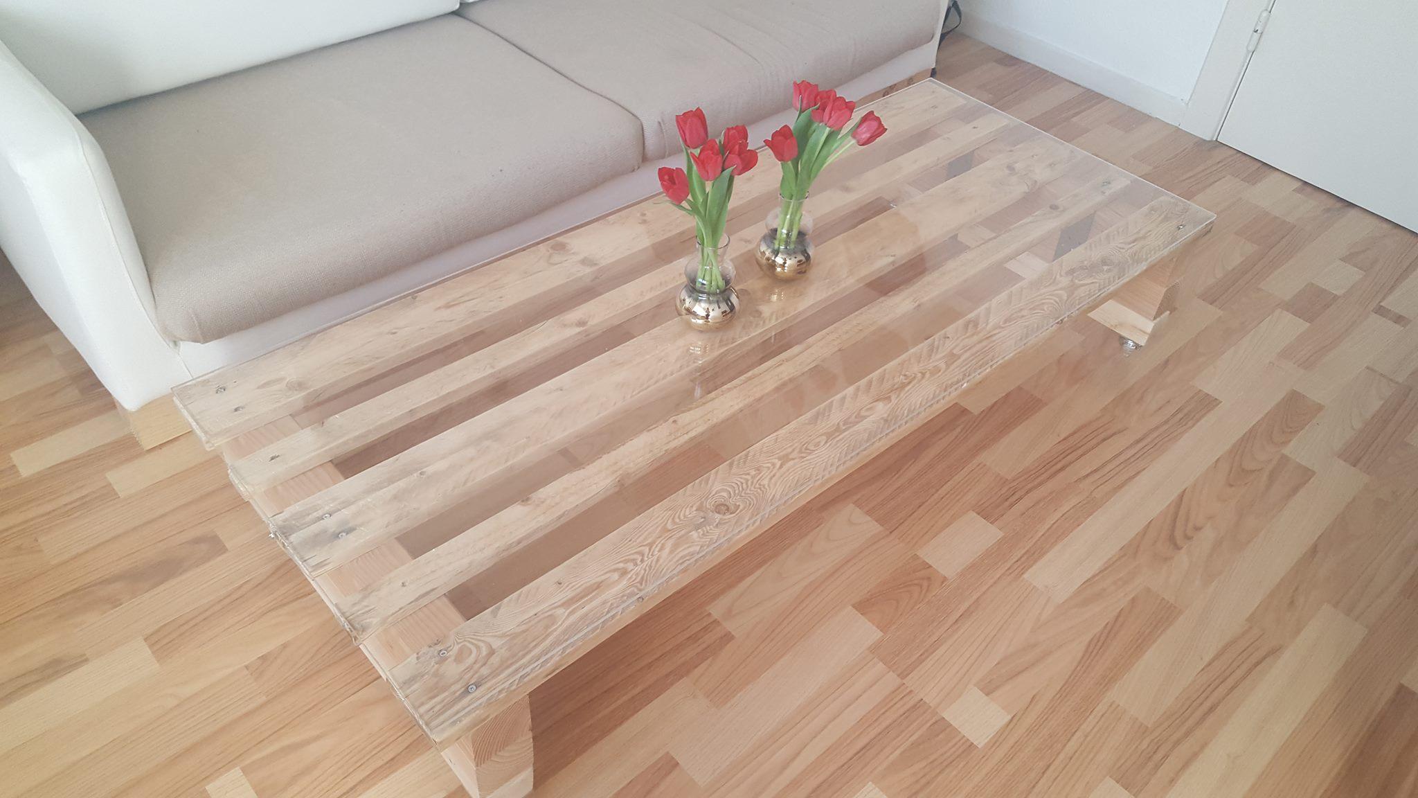 Rolltisch aus Europalette und Plexiglas_DIY_Hand im Glück