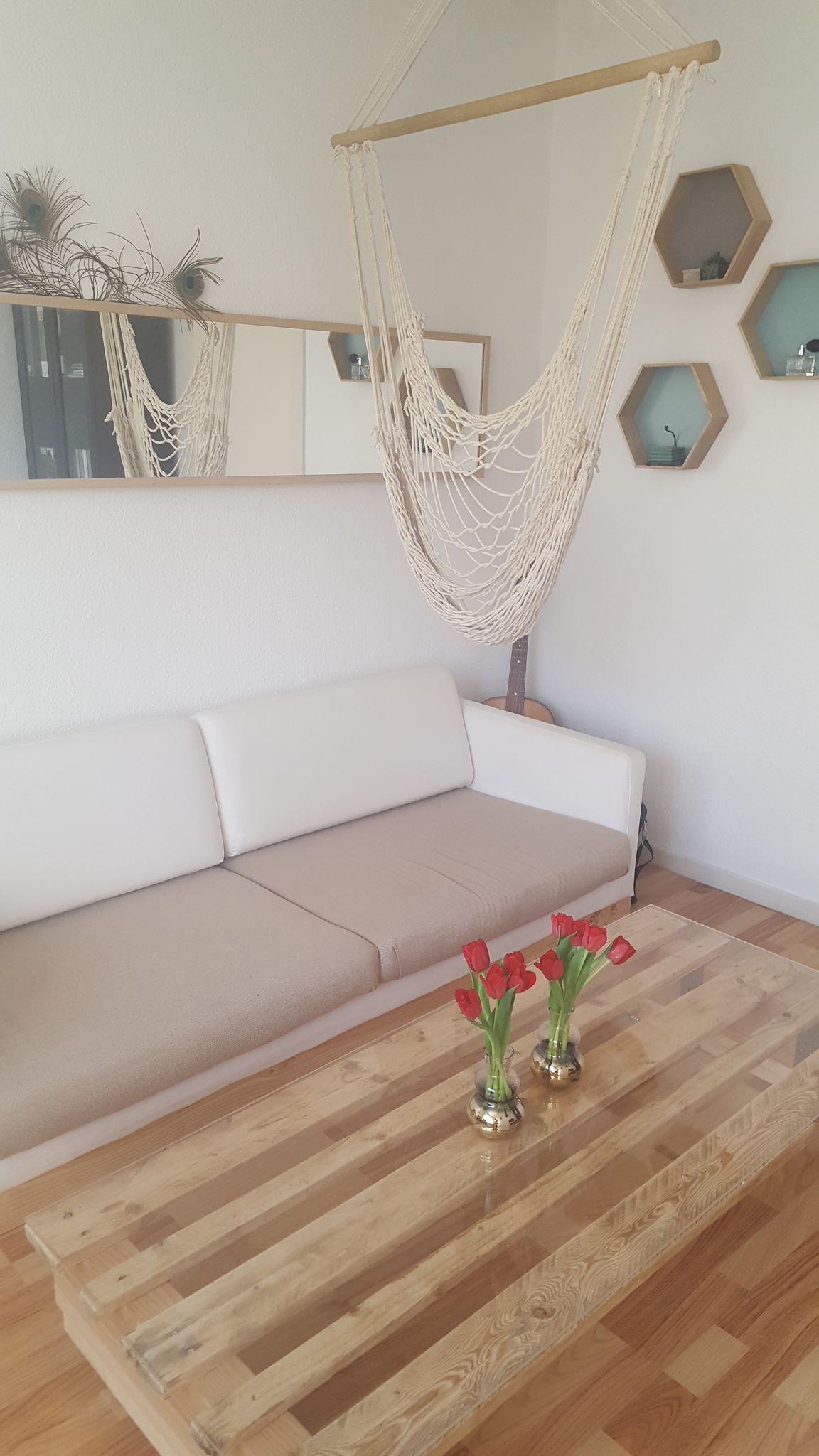 couchtisch aus europalette und plexiglas mit rollen hand im gl ck diyne community. Black Bedroom Furniture Sets. Home Design Ideas