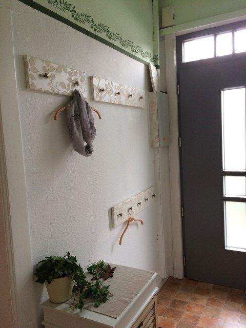 Garderobe mit Tapete Upcycling Hand im Glück