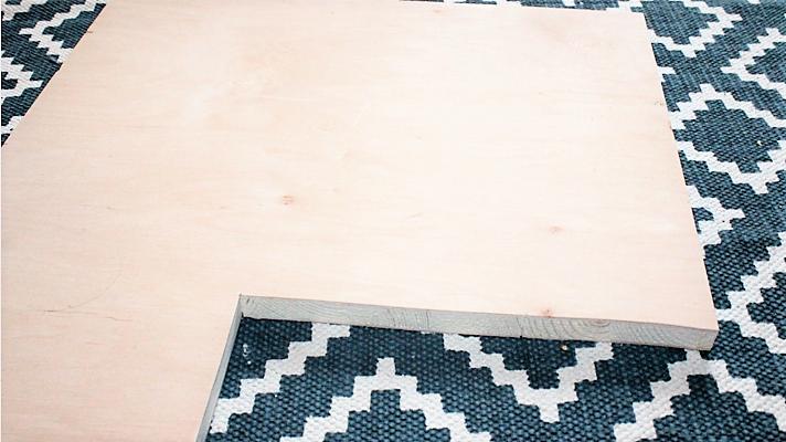 Hand-im-Glück-DIY-Heim-und-Werken-Regal-selber-bauen-Küchenregalbrett-zurechtsägen-1-712x400