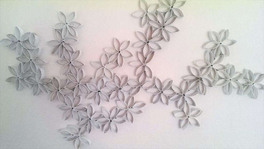 Wanddeko aus Klopapierrollen_Upcycling Toilettenpapierrollen