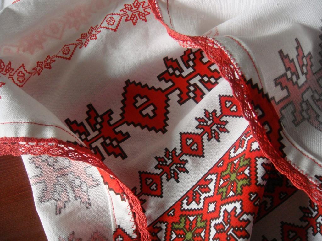 tradionelle rumänische Tischdecke selbst gemacht (5)