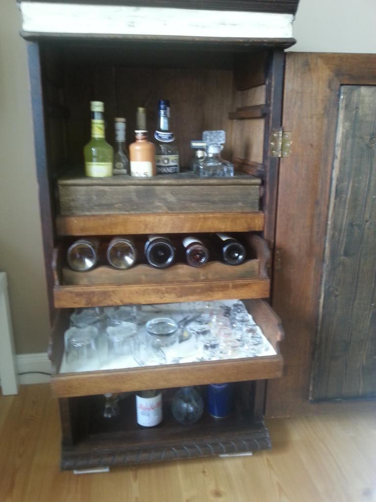 Bar aus altem Aktenschrank aus der Gründerzeit restaurieren
