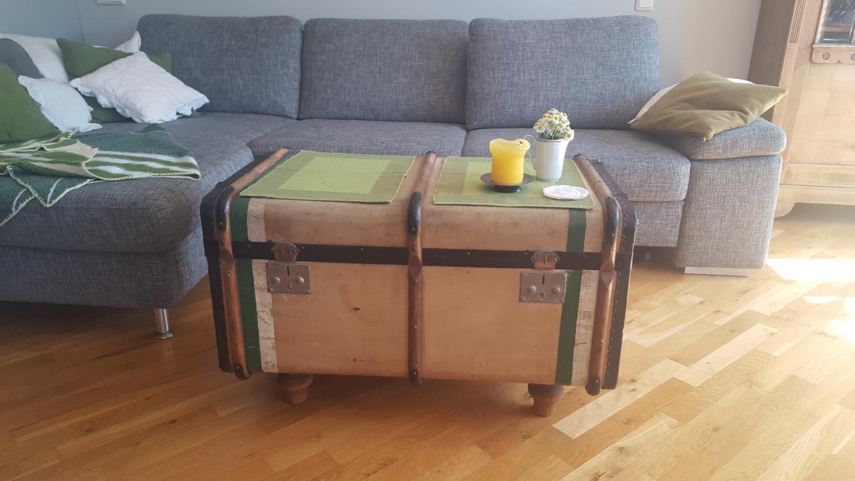 alte kleidertruhe als couchtisch upcycling hand im gl ck mein do it yourself portal. Black Bedroom Furniture Sets. Home Design Ideas