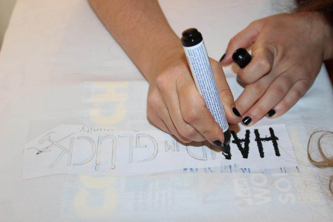t shirts selbst bedrucken bemalen hand im gl ck mein do it yourself portal. Black Bedroom Furniture Sets. Home Design Ideas