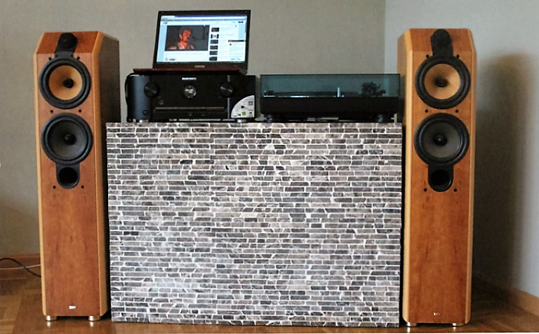 DJ Pult selbstgebaut mit Mosaikplatten