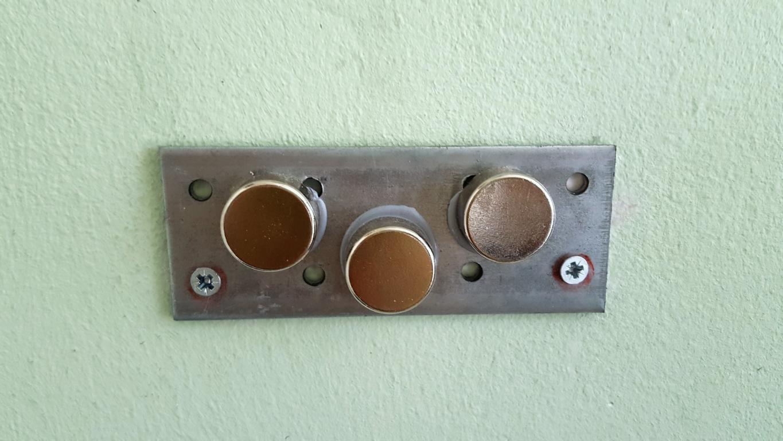 Flaschenöffner mit Kronkorkenauffänger aus Magneten (1)