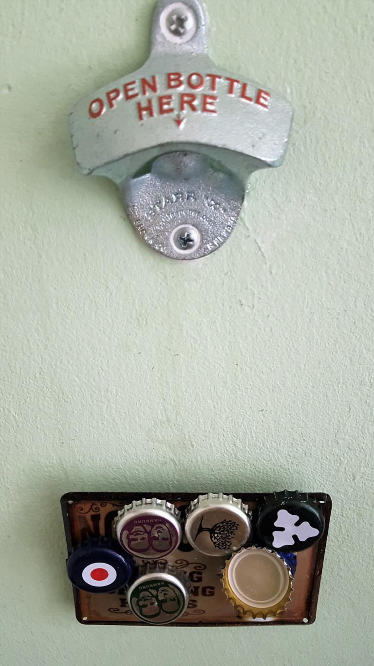 Flaschenöffner mit Kronkorkenauffänger aus Magneten (5)