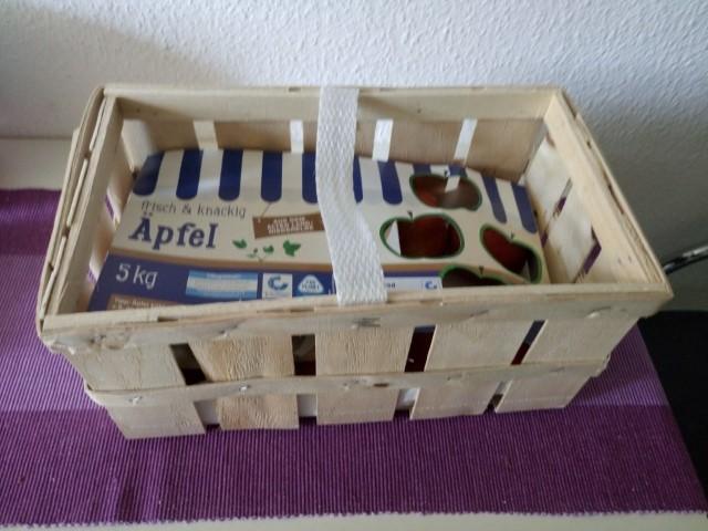 alte Apfelkiste aufbewahren Blumenkasten aus Apfelkiste selber machen