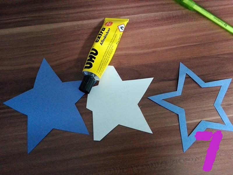 Geburtstag_Einladungskarten_Sternstab_für_Mädchen_Schritt_für_Schritt_Anleitung_Bild_zwischen_kleben_Hand_im_Glueck