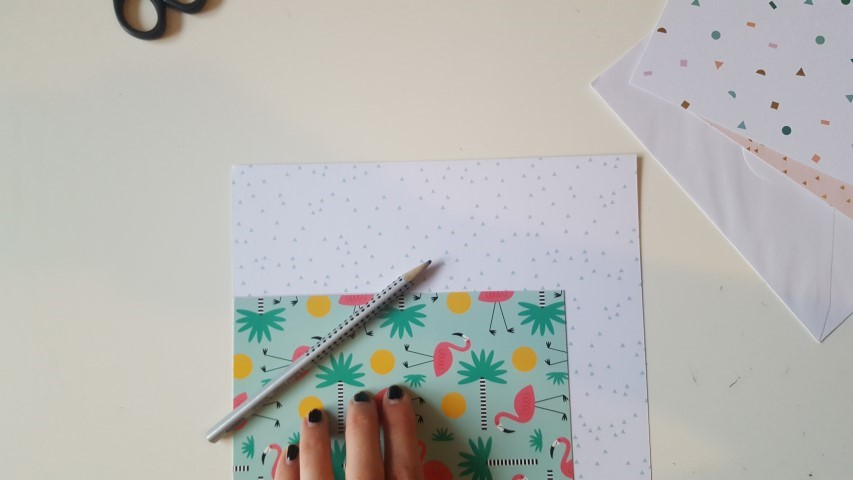 Kartenformat-aufzeichnen-Einladungskarte-Einschulung-Hand-im-Glück