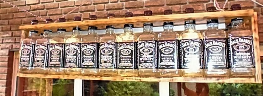 Lampe aus alten Whiskeyflaschen