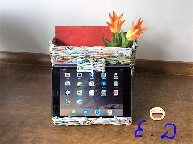 iPad Ständer aus Papierröllchen (Small)