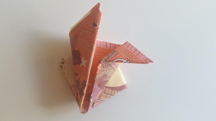 Danach-die-oberen-Spitzen-zur-Seite-nach-außen-falten-Geldgeschenk-Frosch-im-Glas-Hand-im-Glück