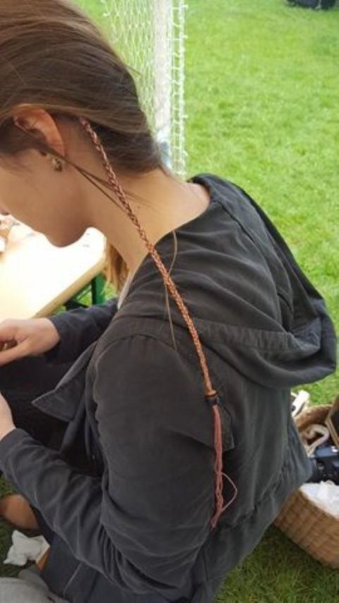 Federn in die Haare flechten (4)