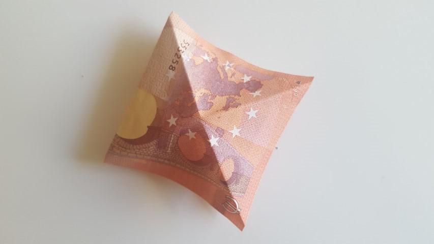 Geldschein-von-oben-Geldgeschenk-Frösche-im-Glas-Hand-im-Glück