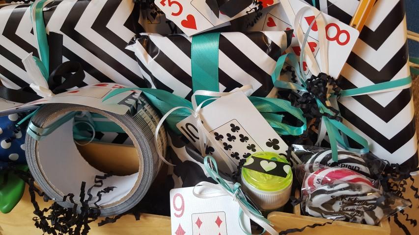 Geschenk-Spiel-des-Lebens-Mische-deine-Karten-neu-Werkzeugkiste-Inhalt-Hand-im-Glück