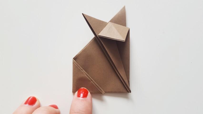 Origami Fuchs Schritt 10 linke Ecke nach innen falten Hand im Glück