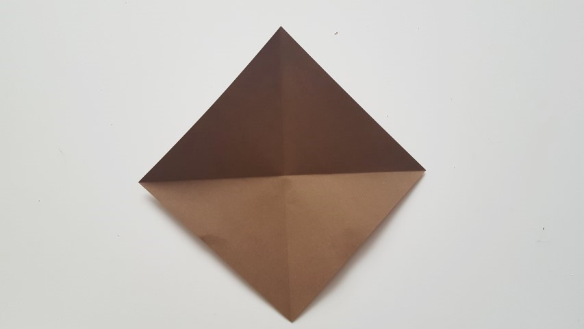 Origami Fuchs Schritt 3 Origamiblatt aufklappen und noch einmal falten Hand im Glück