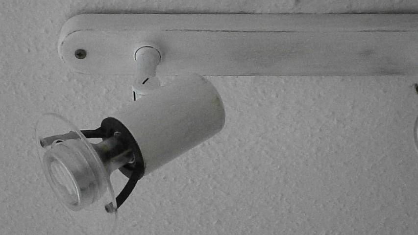 Deckenlampe mit weißer Farbe bemalen Shabby Chic Deckenlampe Hand im Glück