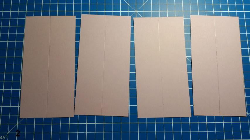 Uhrkarte Schritt 2 4 gleichgroße Teile Papier in der Mitte falten Hand im Glück