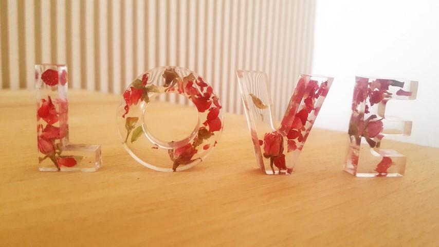 getrocknete Rosenblüten eingegossen in Gießharz zum Selbermachen Anleitung (Small)