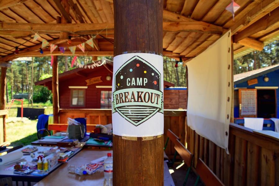 Camp_Breakout_Hand_im_Glück_Teilnahme_Camp_Kreativeecke_und_Platz_für_Workshops