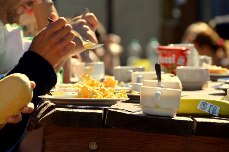 Camp_Breakout_Hand_im_Glueck_Food