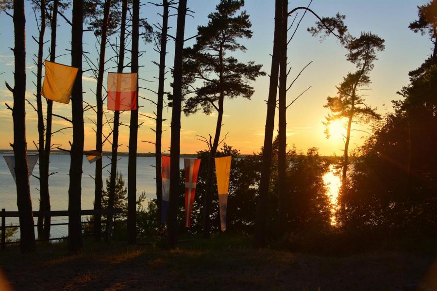 Camp_Breakout_Hand_im_Glueck_Unterkunft_Natur_im_Umkreis