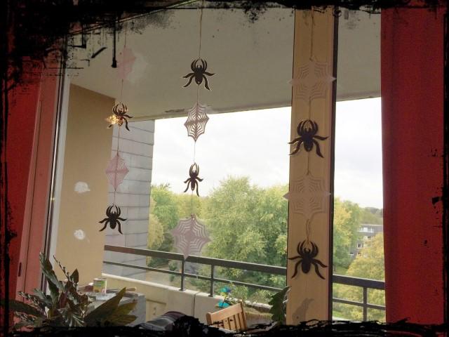 Halloween Fensterdekoration Hand im Glück