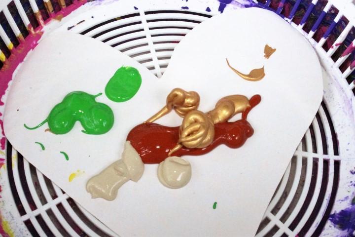 Kinder Basteln mit Salatschleuder und Farbenexplosion (11) (Small)