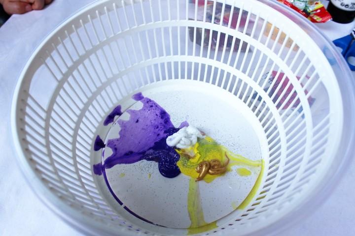 Kinder Basteln mit Salatschleuder und Farbenexplosion (8) (Small)