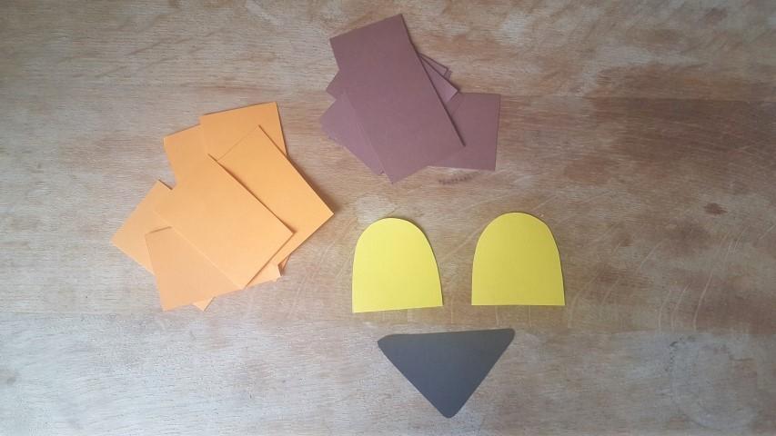 Löwen-Maske aus Pappteller Buntpapiervorlage n ausschneiden Hand im Glück