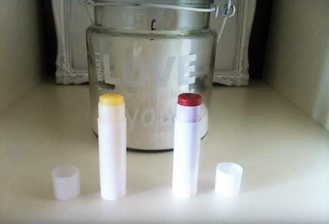 Lippenbalsam selber machen DIY Kosmetik Hand im Glück