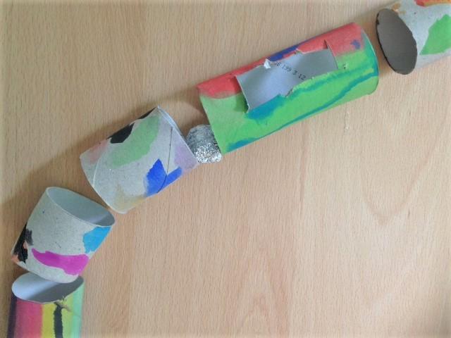 Murmelbahn für Kinder aus Papprollen Nah Hand im Glück