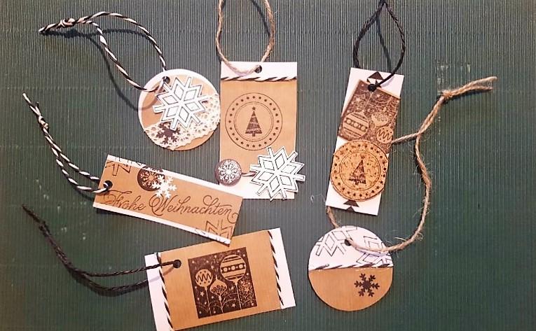geschenkanh nger weihnachten aus papier hand im gl ck. Black Bedroom Furniture Sets. Home Design Ideas