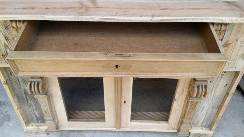 Palettekommode aus alten Türen Upcycling Hand im Glück