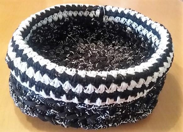 Pimp up Papierkörbchen mit Textilgarn Hand im Glück