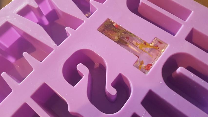 Deko-Buchstaben-selber-machen-aus-Gießharz-1-Small