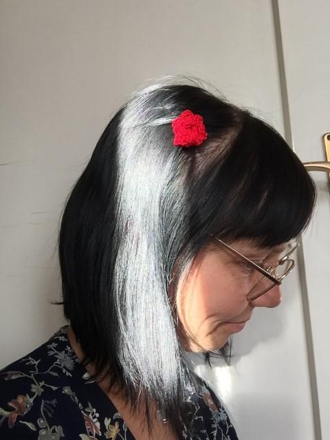 Häkelrose-im-Haar-Hand-im-Glück-1