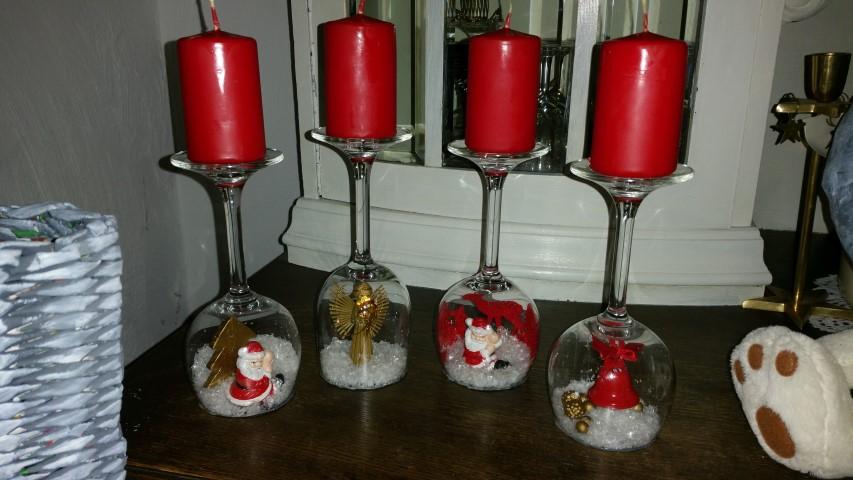 Kerzenständer aus Weingläsern Adventskalender Hand im Glück