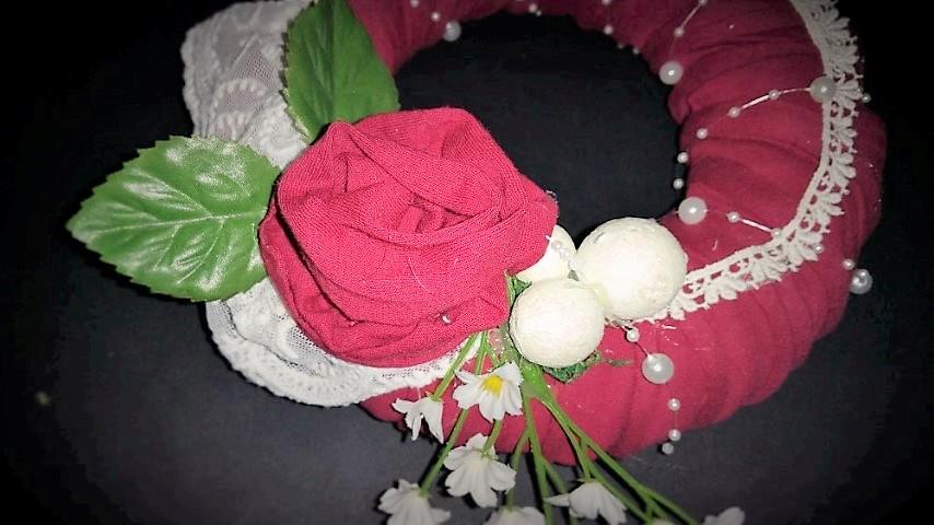 Rosenkranz aus Spannbetttuch Upcycling Hand im Glück