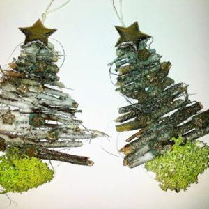 Schon Kleine Weihnachtsbäume Aus Gesammelten Holz