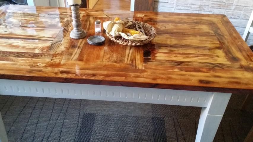 Tischplatte selbstgemacht aus Restholz_Hand_im_Glück