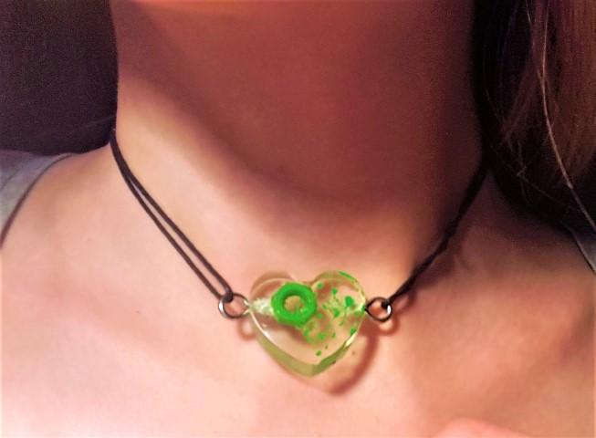 Halskette aus Gießharz Mechanic Love aus Schraube und Mutter (1) (Small)