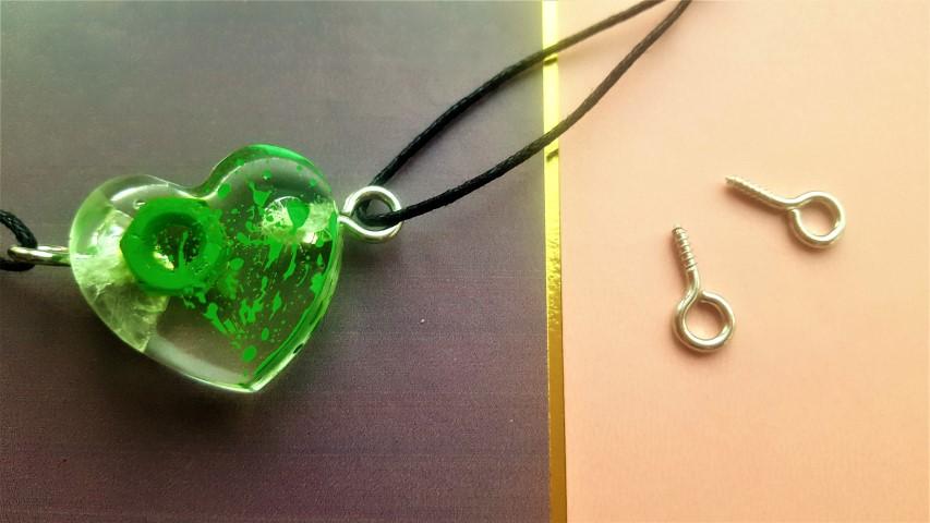 Halskette aus Gießharz Mechanic Love aus Schraube und Mutter (2) (Small)