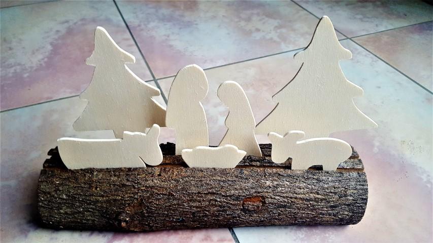 Krippe aus Baumstumpf und Laubsäge-Figuren (1) (Small)