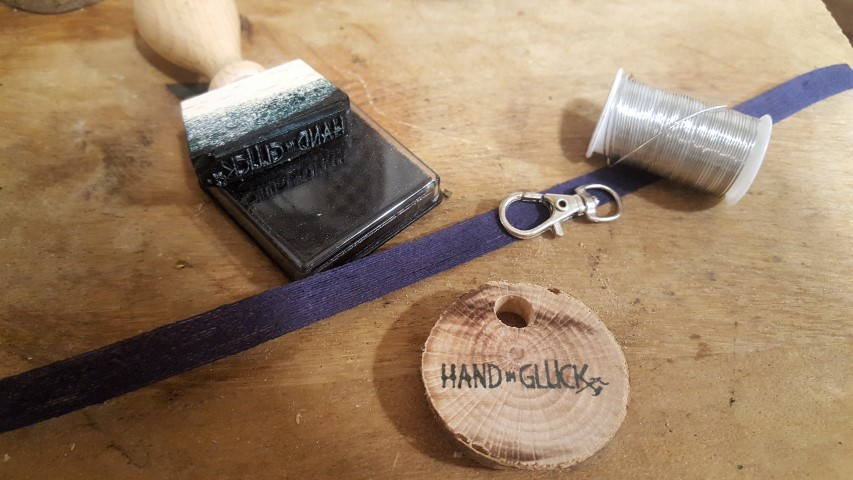 Schlüsselanhänger aus Holzplättchen bestempeln und selber machen (9) (Small)