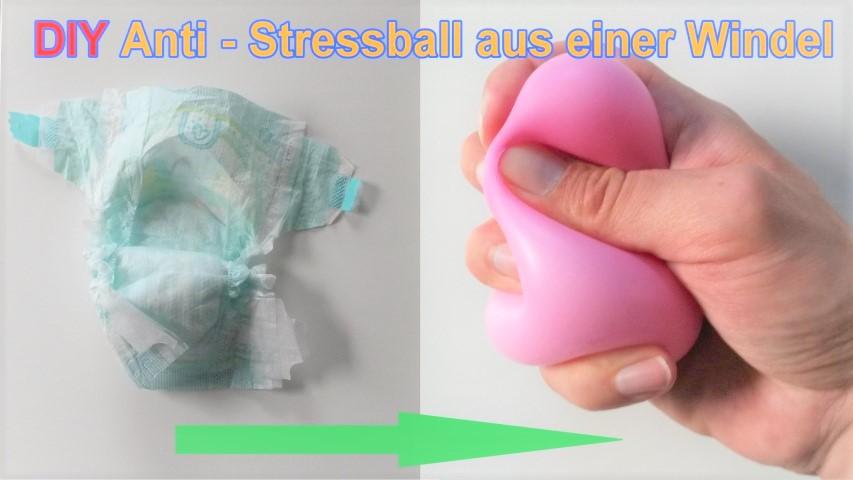 Antistressball aus Babywindeln und Luftballon Hand im Glück