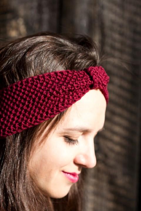 Stirnband-Perlmuster-stricken-einfach-Haarband-Hand im Glück